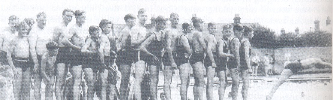 No photos exist of the first Oxford bath house. This photo is of Hinksey Pool in 1936.