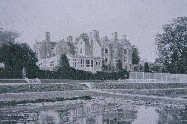Shipton Court, Shipton-under-Wychwood